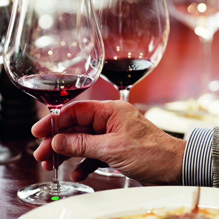 Exploring and tasting wine: how to choose wine in a restaurant