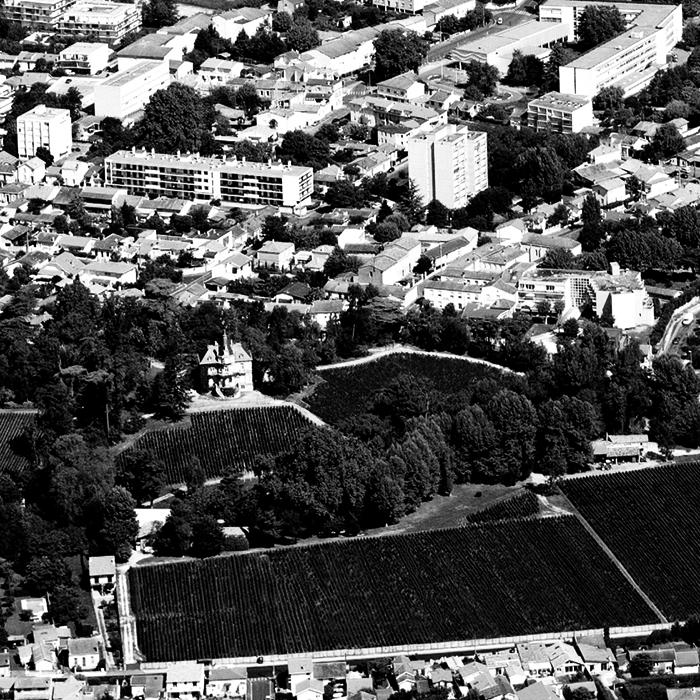 Ch. les Carmes Haut-Brion in its cityscape. Photograph: Philippe Labeguerie